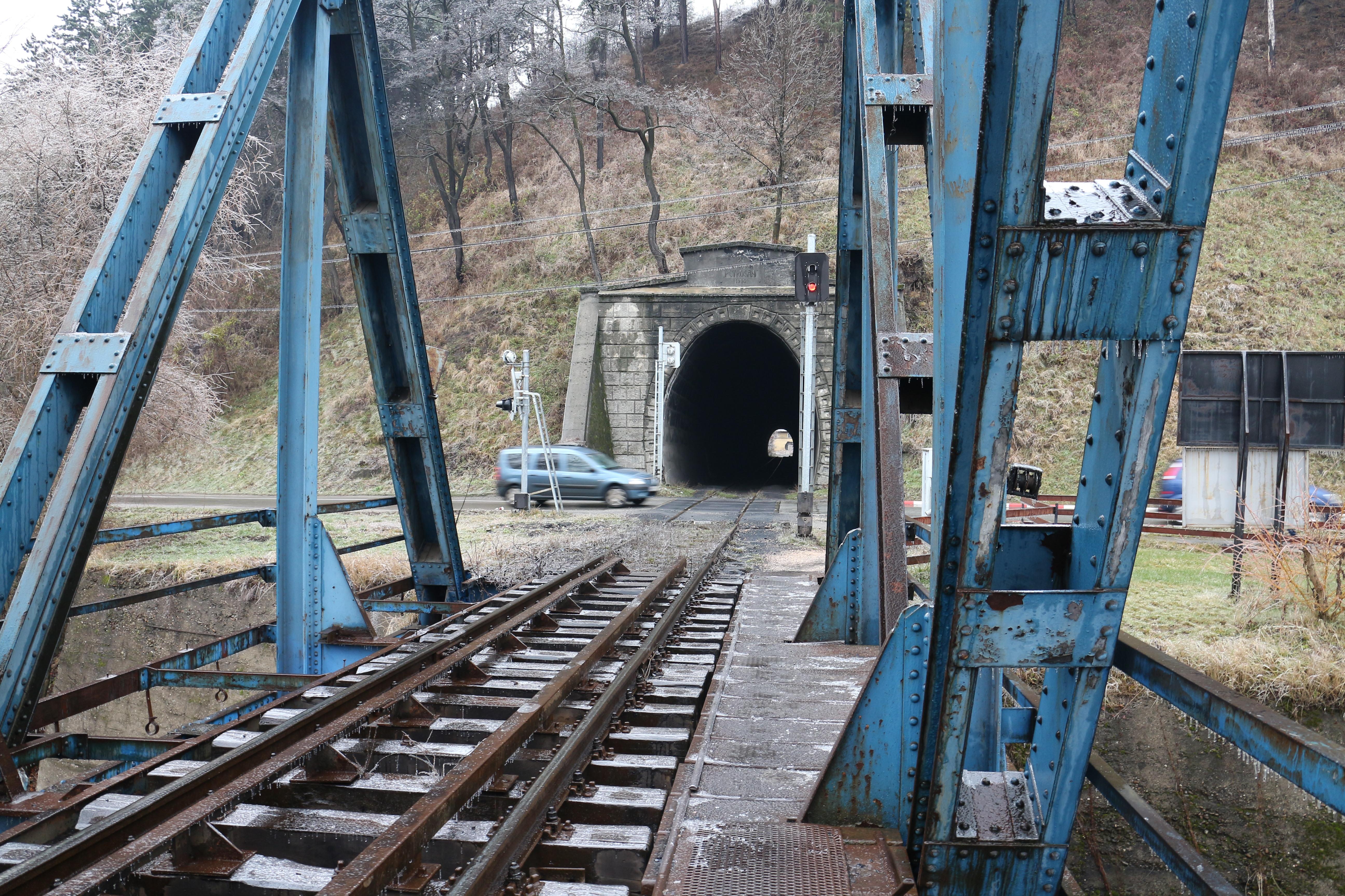 Pod de cale ferata - Sosea - Tunel - Petrila